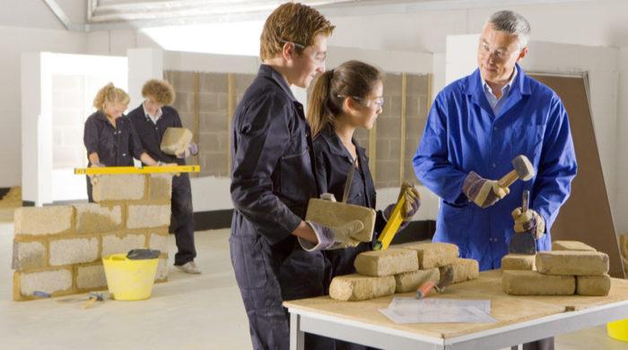 Das Jugendarbeitsschutzgesetz sieht für minderjährige Arbeitnehmer eine Arbeitswoche von Montag bis Freitag vor.