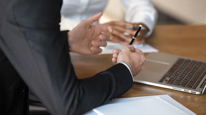 Die Fragen sollten auch den Mitarbeitern schon vorher vorliegen. © Shutterstock, fizkes