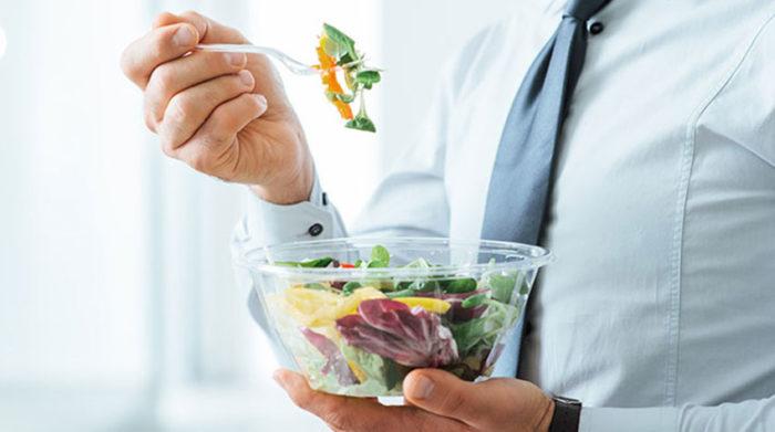 Ein Salat ist nicht nur schön leicht, sondern auch gesund. ©Shutterstock, Stock-Asso