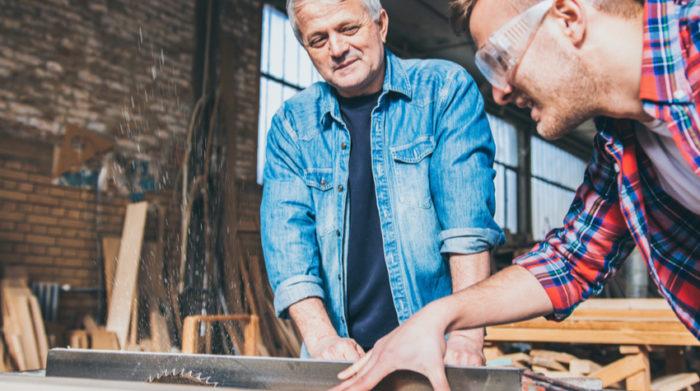 Das Arbeitsschutzgesetz umfasst die Gefährdungsbeurteilung des Arbeitsplatzes. © Shutterstock, Aleksandar Karanov