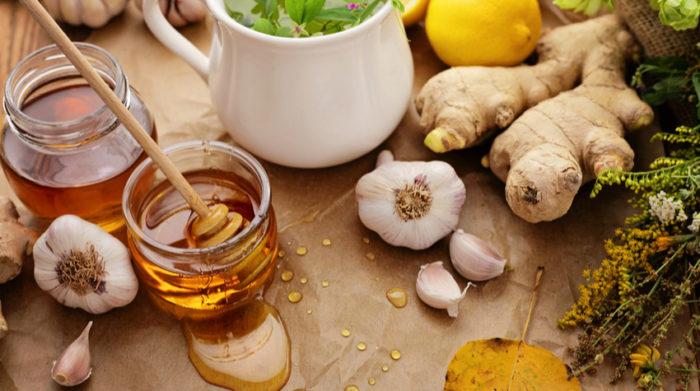 Knoblauch, Ingwer und Co helfen dir, fit zu bleiben. © Shutterstock, KMNPhoto