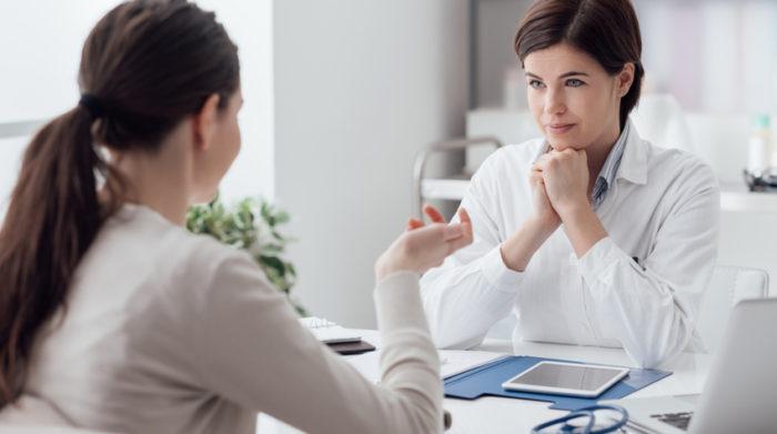 Bei psychischen oder körperlichen Belastungen ist es wichtig, den Betriebsarzt zu konsultieren. © Shutterstock, Stock-Asso