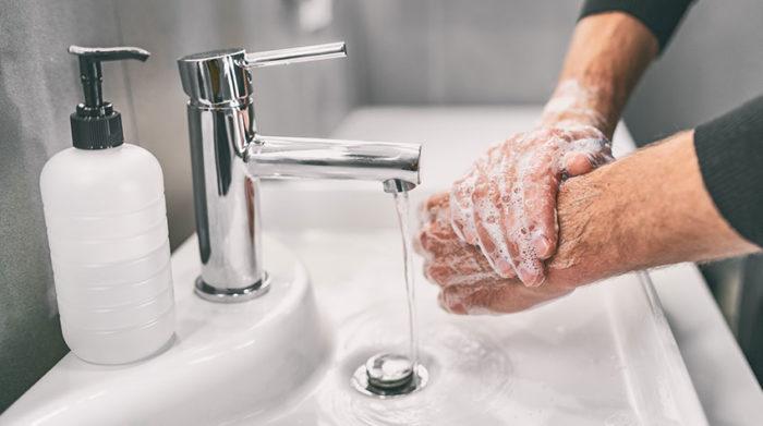 Sich die Hände regelmäßig zu waschen, ist nur eine Präventionsmaßnahme gegen das Virus. © Shutterstock, Maridav