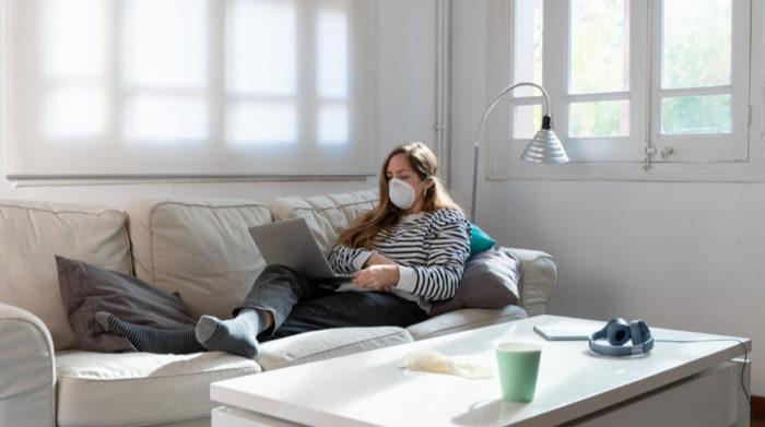 Homeoffice bevorzugt: Wenn möglichst viele Mitarbeiter zuhause bleiben, sinkt auch die Ansteckungsgefahr. © Shutterstock, Deliris
