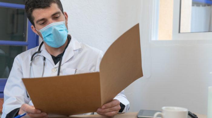 Vor einer Ansteckung mit dem Coronavirus sollen verschiedene technische Maßnahmen schützen. © Shutterstock, Deliris