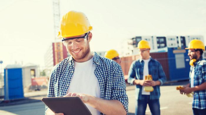 Bei der Durchführung der Schutzmaßnahmen ist auch die Mitarbeit deiner Angestellten gefragt. © Shutterstock, Syda Productions