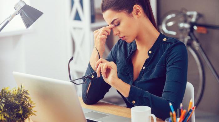 Die Belastungen am Arbeitsplatz können sowohl körperlicher als auch psychischer Art sein. © Shutterstock, G-Stock Studio