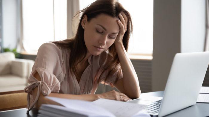 Wer dauerhaft zu viel arbeitet, gefährdet damit seine Gesundheit. © Shutterstock, fizkes