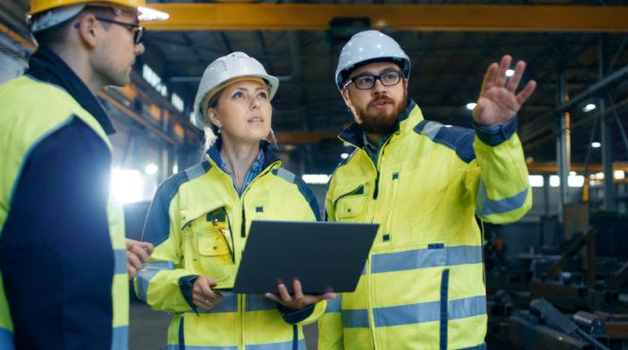 Die Gefährdungsbeurteilung ist die Basis für einen effektiven Arbeitsschutz. © Shutterstock, Gorodenkoff