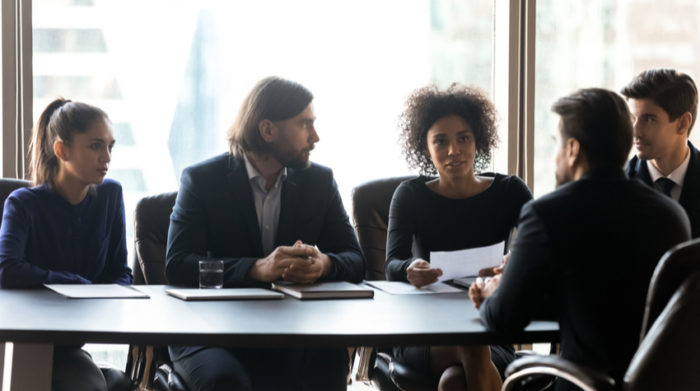 Die Pflichten des Betriebsrates können in drei Kategorien eingeteilt werden. © Shutterstock, fizkes