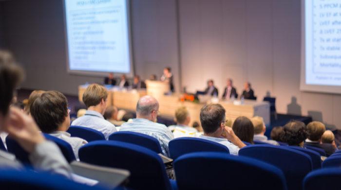 Weißt du, wie viele Mitglieder der Betriebsrat deines Unternehmens haben sollte? © Shutterstock, Matej Kastelic