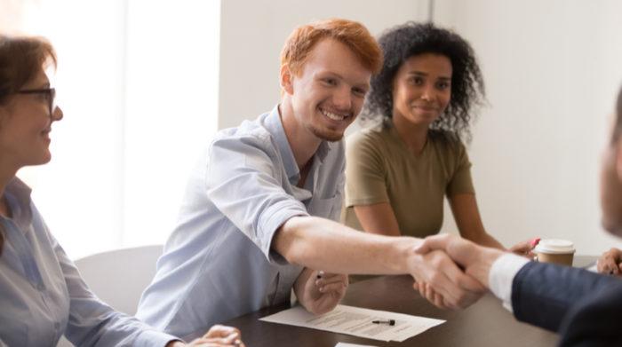 Die DGUV Vorschriften sind genau wie das Arbeitssicherheits- und Arbeitsschutzgesetz verpflichtend. © Shutterstock, fizkes