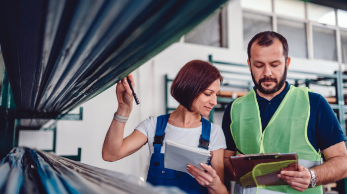 Für die Arbeitsstätte und die individuellen Arbeitsplätze muss eine Gefährdungsbeurteilung erstellt werden. © Shutterstock, Zivica Kerkez