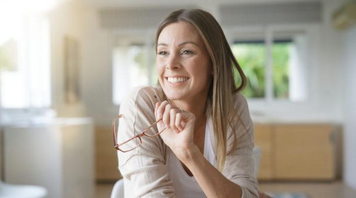 Mit steigender Erfahrung und einer positiven Einstellung können wir besser mit psychischen Belastungsfaktoren umgehen. © Shutterstock, goodluz