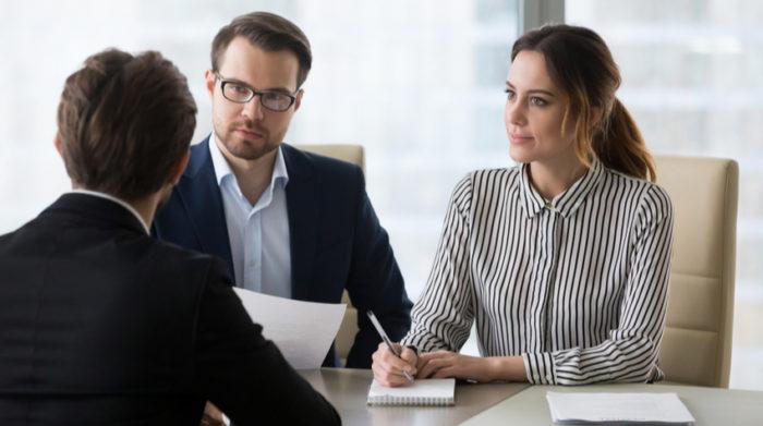 Arbeitgeber können nebenberufliche Selbstständigkeit grundsätzlich nicht verbieten. © Shutterstock, fizkes