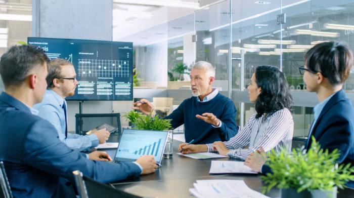 Die Anzahl deiner Mitarbeiter entscheidet über die Art der arbeitsmedizinischen und sicherheitstechnischen Betreuung. © Shutterstock, Gorodenkoff