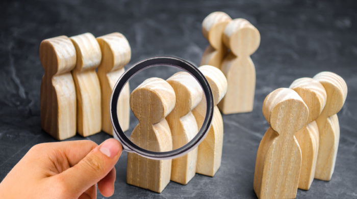 Online lassen sich Produkte besonders gut an deine Zielgruppe anpassen.© Shutterstock, Andrii Yalanskyi