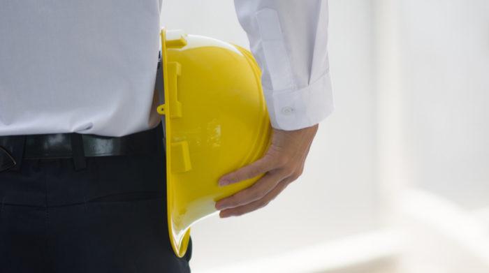 Als Arbeitgeber bist du zur Durchführung einer Gefährdungsbeurteilung gesetzlich verpflichtet. © Shutterstock, MUNGKHOOD STUDIO