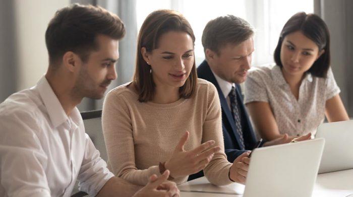 Es gilt einige Pflichten zu beachten, wenn du Auszubildende in deinem Unternehmen hast. © Shutterstock, fizkes