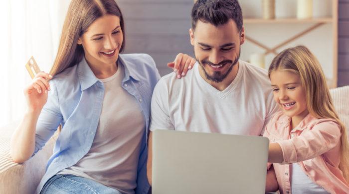 Mit dem Elterngeldrechner kannst du deinen unverbindlichen Anspruch auf Elterngeld ermitteln. © Shutterstock, George Rudy