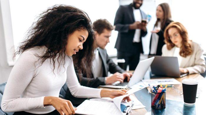 Gleichberechtigung sollte in jedem Unternehmen auf der Tagesordnung stehen. © Shutterstock, Kate Kultsevych