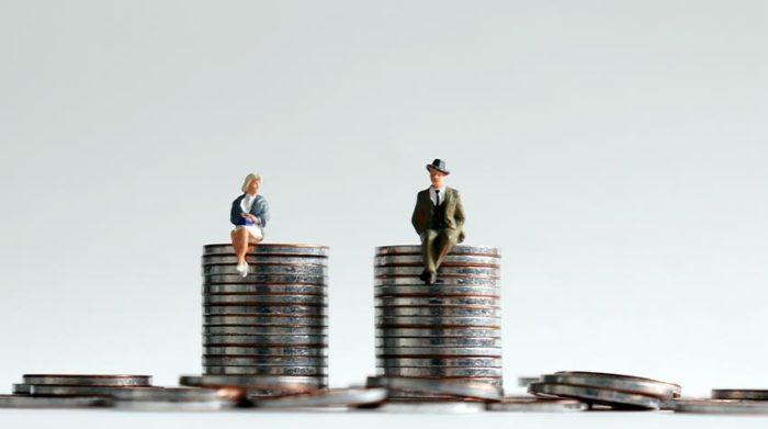 Die gleich Bezahlung für gleichwertige Arbeit: Das muss nach dem Entgeldtransparenzgesetz vom Geschlecht unabhängig sein. © Shutterstock, Hyejin Kang