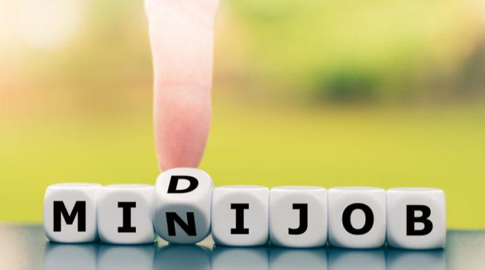 Bei einem Midijob handelt es sich um ein Arbeitsverhältnis, bei dem ein Arbeitnehmer mehr als 450 Euro und weniger als 1.300 Euro monatlich verdient. © Shutterstock, Artie Medvedev
