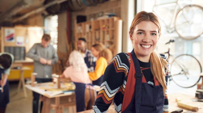 Das Berufsausbildungsverhältnis wird durch einen Vertrag zwischen Auszubildenden und Ausbilder geschlossen. © Shutterstock, Monkey Business Images