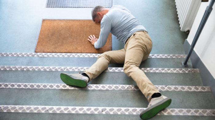 Ein Arbeitsunfall kann schnell passieren. Richtiges Handeln ist gefragt! © Shutterstock, Andrey_Popov