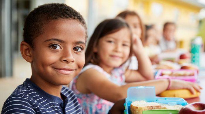 Unternehmen können sich als CSR-Maßnahme im Bildungssektor engagieren. © Shutterstock, Monkey Business Images