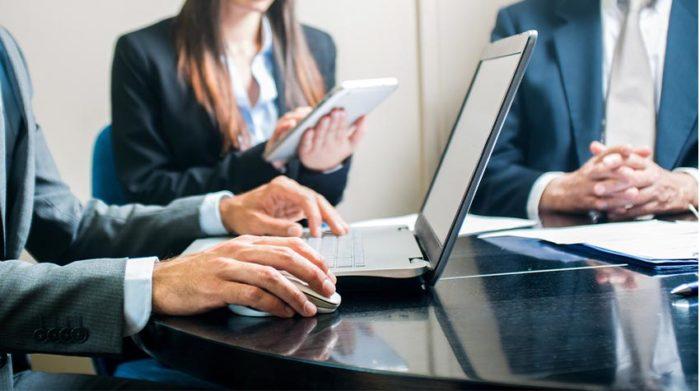Papier kann im Unternehmensalltag relativ leicht gespart werden. © Shutterstock, Minerva Studio